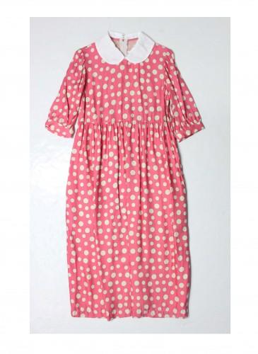 COMME des GARÇONS Girl波卡圓點洋裝NT$27,000,波卡圓點將帶有60年代復古剪裁的A List洋裝增添古靈精怪的活潑感,成為讓人一眼難忘的夏日女孩!