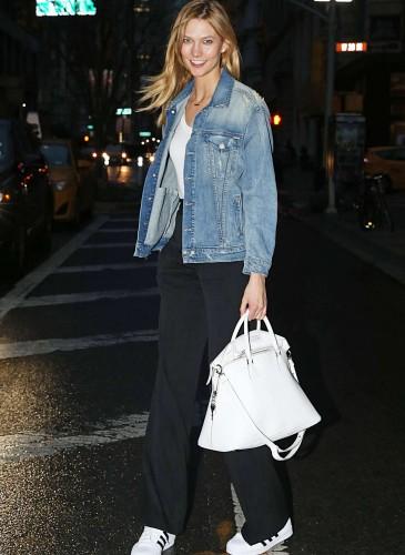 超模Karlie Kloss手拿Maison Margiela 5AC Handbag白色款