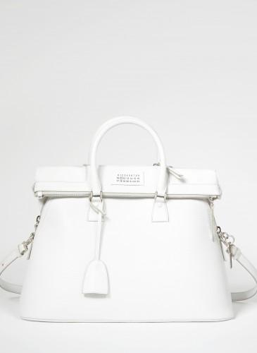5AC手提包為John Galliano接任Maison Margiela創意總監後,首度推出的系列包款
