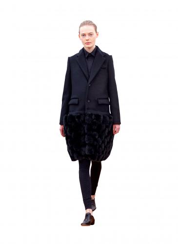 COMME des GARÇONS Noir Kei Ninomiya黑色皮草大衣NT$141,500