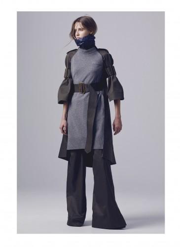 Sacai以綑綁式束帶繫於腰部,改變原本Oversize的服裝輪廓