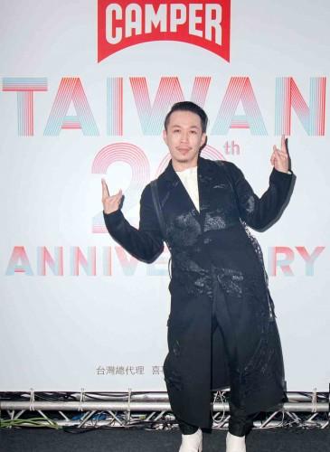台灣新銳時裝設計師周裕穎。