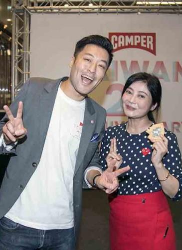 喜事國際時尚集團執行長馮亞敏女士以及DJ布萊恩合照。