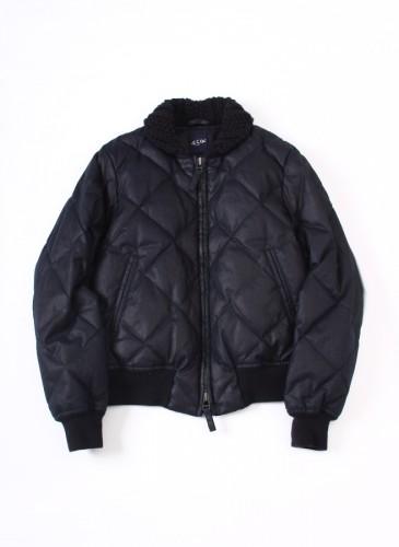 45R仿防水蠟布舖棉外套,NT$62,880。(女款)