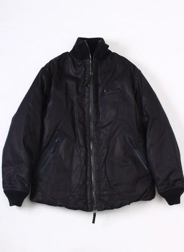 45R仿防水蠟布舖棉外套,NT$78,880。(男款)