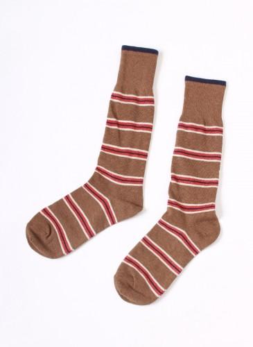 45R咖啡拼紅色橫紋襪,NT$2,280。