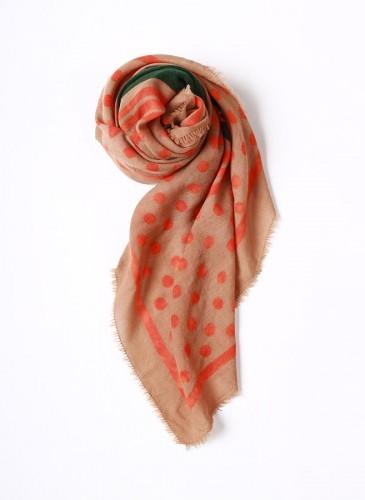 45R桃粉綠拼色大方巾,NT$11,680。