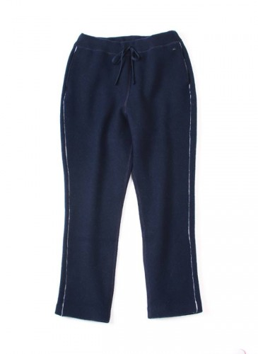 45R海軍藍色彈性休閒褲,NT$20,880。(女款)