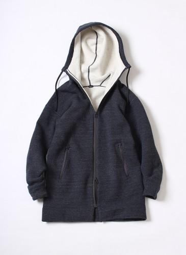 45R深藍色輕量休閒外套,NT$18,580。(女款)