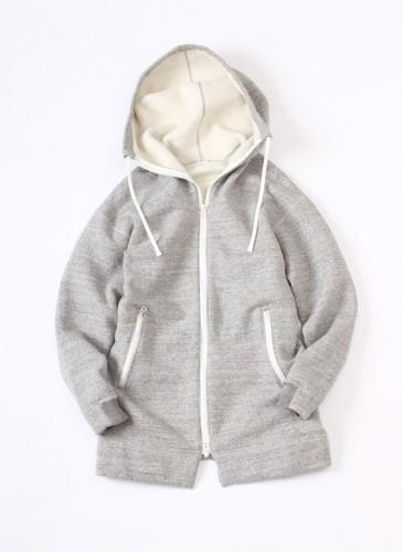45R灰色輕量休閒外套,NT$18,580。(女款)