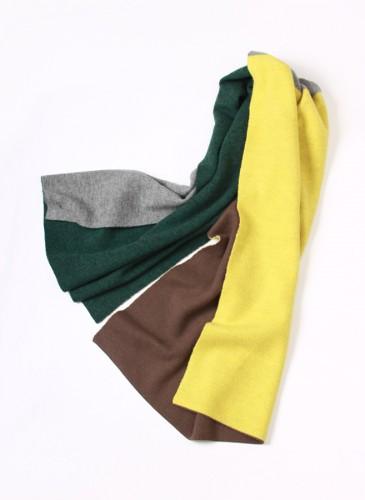 45R灰黃咖啡綠直拼色毛料圍巾,NT$6,280。