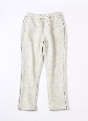 45R白色彈性休閒褲,NT$20,880。(女款)