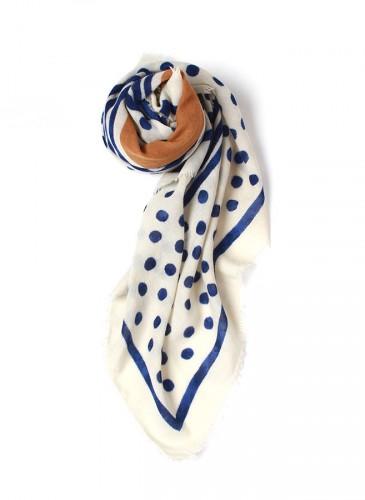 45R白藍黃拼色大方巾,NT$11,680。