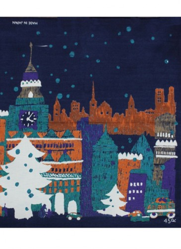 45R聖誕印花方巾,NT$3,280。