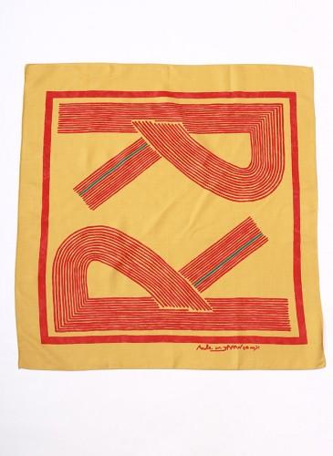 45R黃色拼紅Logo大方巾,NT$8,880。-1
