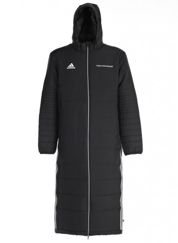 Gosha Rubchinskiy × adidas聯名黑色長版大衣外套,NT$14,500。(團團精品)