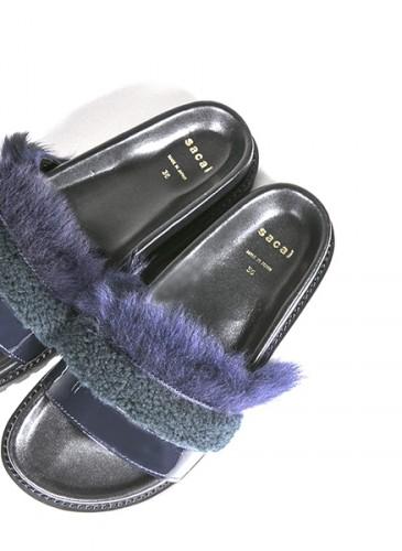 Sacai 襯藍綠拼色皮草拖鞋,NT$28,000。(團團精品)(正面)