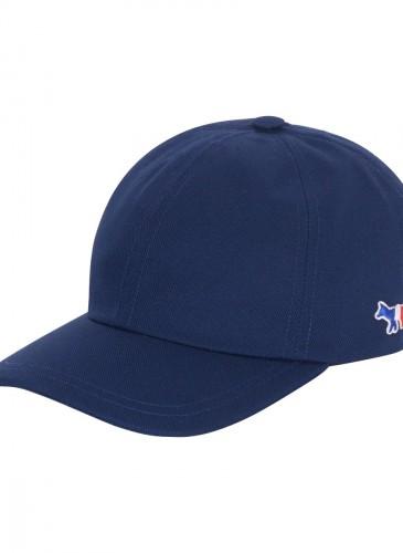 MAISON KITSUNE 藍色棒球帽。(團團精品)