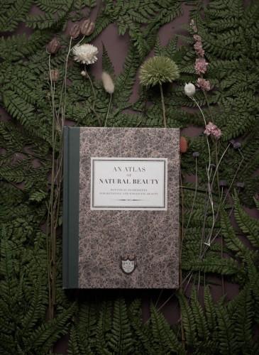 首部Buly著作正式抵台《An Atlas of Natural Beauty》,自然元素、完美的美容配方,傳遞世界各地的美麗秘密。NT$800。(英文原文) - 1