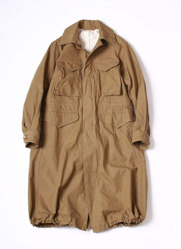 45R卡其色風衣外套,NT$51,580。