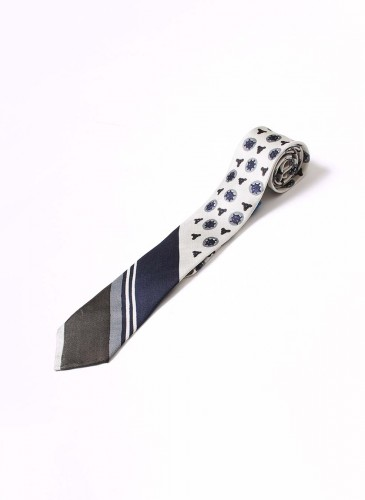 45R斜紋拼接白底圓點領帶,NT$13,380。