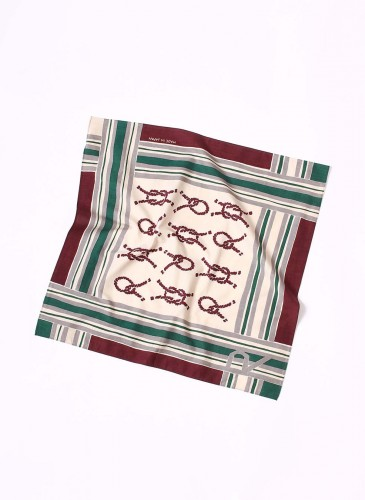 45R紅黃綠色拼接繩索印花方巾,NT$2,680。