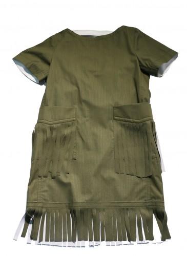 Sacai墨綠色飾流蘇下襬罩衫,NT$31,500。(團團精品)