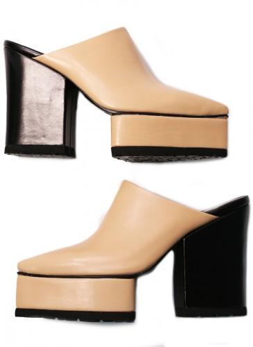 Sacai米色厚底高跟穆勒鞋,NT$36,800。(團團精品)-1