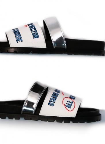 Sacai語言符號印刷白色拖鞋,NT$21,500。(團團精品)-1