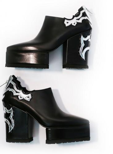 Sacai黑色厚底高跟穆勒鞋,NT$43,800。(團團精品)-1