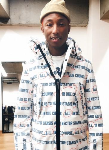 Sacai SS 2018 Pre-Collection玩味十足!吸引菲董(Pharrell Williams)夫婦搶先示範甜蜜CP Look!(團團精品) (圖片翻攝自Sacai IG) -1