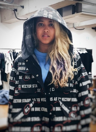 Sacai SS 2018 Pre-Collection玩味十足!吸引菲董(Pharrell Williams)夫婦搶先示範甜蜜CP Look!(團團精品) (圖片翻攝自Sacai IG) -2