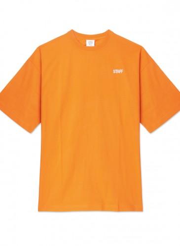 Vetements橘色Staff Tee,NT$12,800。(團團精品) - 正面
