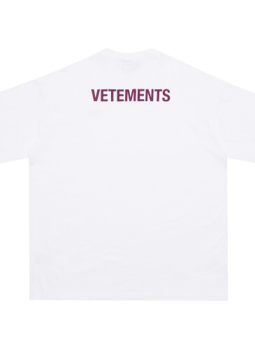 Vetements白色Staff Tee,NT$8,500。(團團精品) - 反面