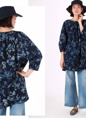 45R原創手繪花鳥柄深藍色洋裝示範圖,NT$26,980。