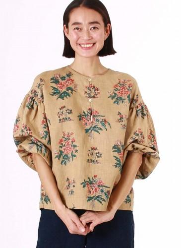 45R手捺染印花罩衫示範圖,NT$23,980。