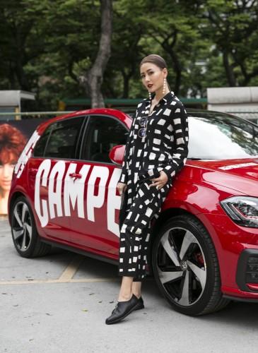 新生代漂亮寶貝陳艾熙穿著CAMPER TWINS系列春夏最新不對稱拉鍊設計鞋款,展現中性個性風,致敬CAMPER TWINS 30周年。NT$8,280。-1