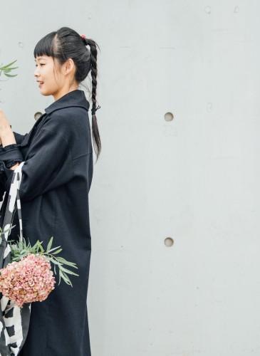 讀衣III開發商品合作KOL-花藝設計師阿戴詮釋讀衣跨界托特袋,NT$900。(團團文創)-2