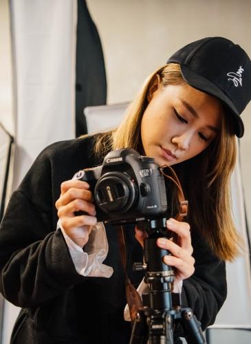 讀衣III開發商品合作KOL-藝術攝影師章潔詮釋讀衣無字老帽,NT$500。(團團文創)-1