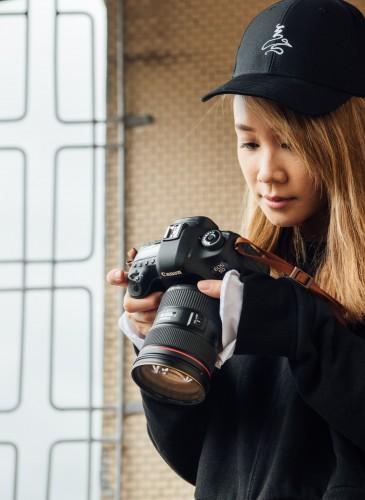 讀衣III開發商品合作KOL-藝術攝影師章潔詮釋讀衣無字老帽,NT$500。(團團文創)-2
