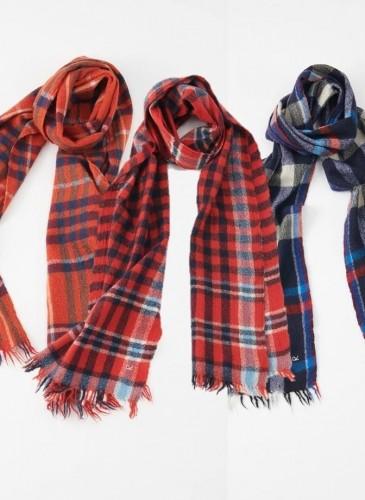 45R縮絨圍巾與披肩系列,各NT$10,800。-1