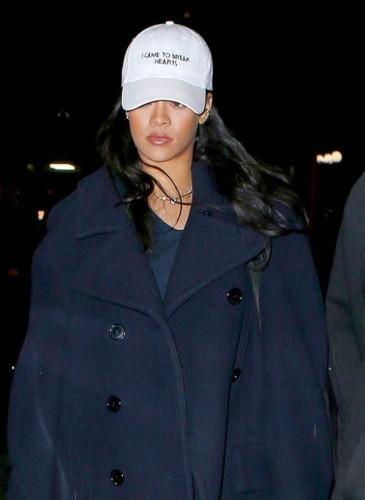 Rihanna數度戴上寫著「I came to break hearts」話語的NASASEASONS帽子亮相!(翻攝自品牌IG)