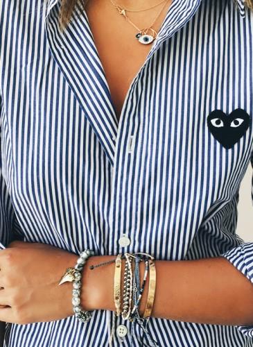 來自美國洛杉磯的韓裔時尚部落客Aimee Song日前穿著COMME des GARÇONS PLAY系列黑心直紋襯衫於遊艇度假,愜意個性的風格讓人著迷。(圖片翻攝自Aimee Song部落格)-1