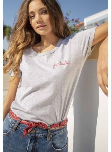 Maison Labiche淺灰色刺繡標語T恤,NT$3,200。(團團)-1