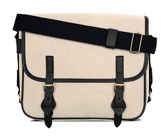 LUNIFORM No.43米×黑色側背包,NT$28,000。-1