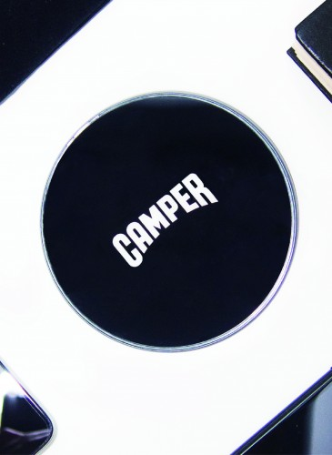 Camper黑色無線充電盤