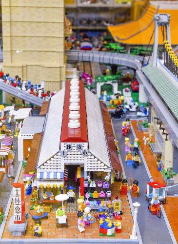 樂高授權專賣店「台北特色積木造景」打造士林夜市及劍潭捷運站等特色市景
