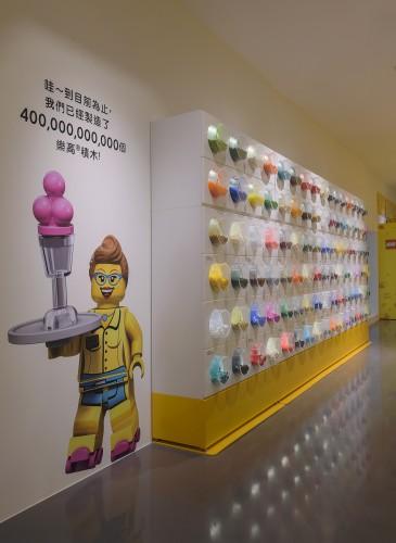 樂高授權專賣店「積木自選樂」,提供了超過120種的全新樂高散積木,售價:小杯,NT$449;大杯,NT$799