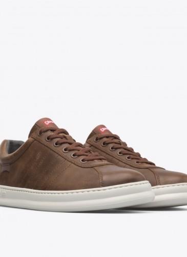 CAMPER Runner Four咖啡色白底休閒鞋,NT$6,280。(男鞋)