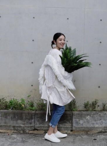 喜事集團營運長宋安(An)日前穿著Mother of Pearl 2020春夏流蘇設計針織外套做為日常工作服。(照片翻攝自songann IG)-1